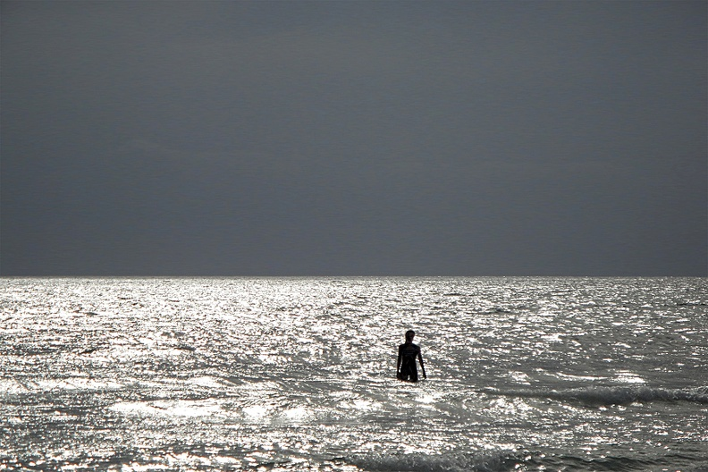 Roland_Silhouette_Person_im_Meer_Rang_7.jpg